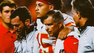 Patrick Mahomes Leaves With Knee Injury During Thursday Night Football